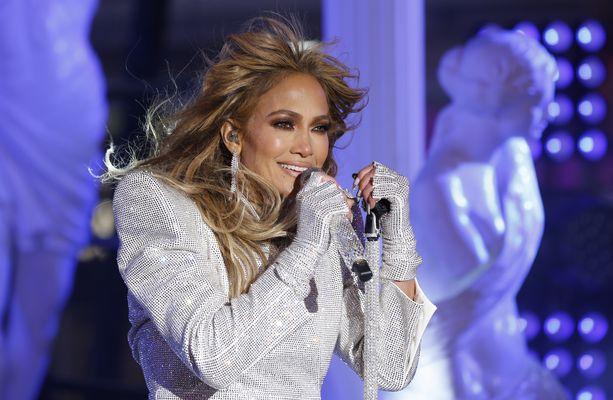 Jennifer Lopez tunnetaan nuorekkaasta tyylistään.