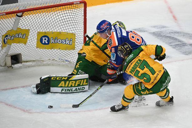 Ilveksen maalivahti Marek Langhamer oli keltapaitaisten paras pelaaja torstaina Tampereen paikallisessa.