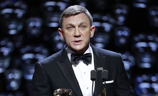 Jotkut ikävistä kommenteista sanoivat Daniel Craigin olevan muovisen näköinen.