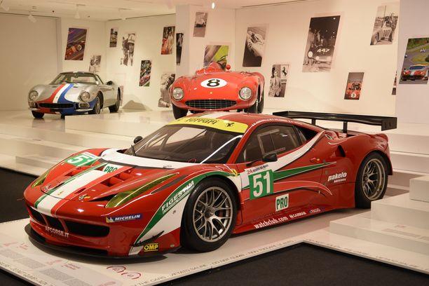 Kimi Räikkösen ohella myös WEC-mestarilla Toni Vilanderilla on näyttävä osuus Maranellon museossa. Kuvassa 458 Italia GTE jolla hän voitti mm. Le Mansin 24 tunnin ajon ja koko GTE Pro-sarjan maailmanmestaruuden yhdessä Gianmaria Brunin ja Giancarlo Fisichellan kanssa vuonna 2014. Takarivissä 1950-luvun Ferrari 750 Monza vuodelta 1954 ja vasemmalla Ferrari 250 LM:n erikoisversio vuodelta 1963.