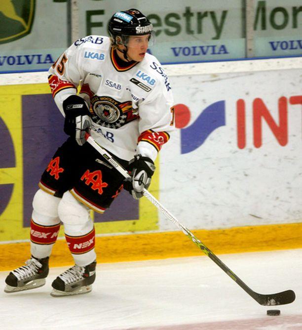 Jesse Niinimäki vaihtaa Ruotsin Sveitsiin.