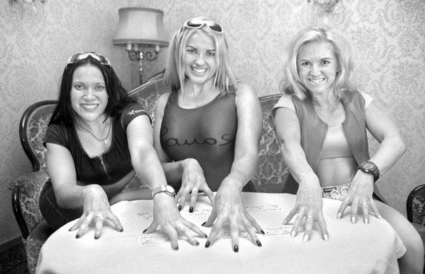 Fitness-tytöt vuonna 1997. Marianne Kiukkonen keskellä.