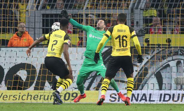 Dortmundin Roman Bürki otti tukun elintärkeitä koppeja.