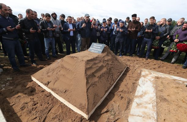 Ammattilaisnyrkkeilijä Maksim Dadashev haudattiin pietarilaiselle hautausmaalle.