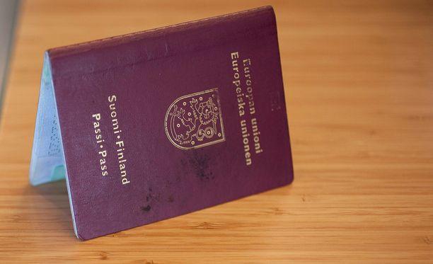 Suomen kansalaisuuden menetti vuonna 2014 viisitoista henkilöä.