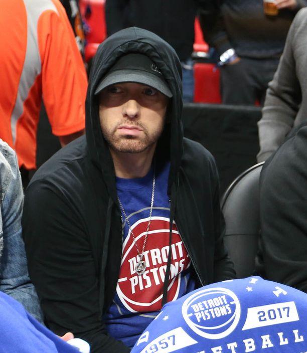Eminem, 45, on puolestaan oikealta nimeltään Marshall Bruce Mathers III. Hänen kappaleisiinsa kuuluvat esimerkiksi Lose Yourself ja Not Afraid.