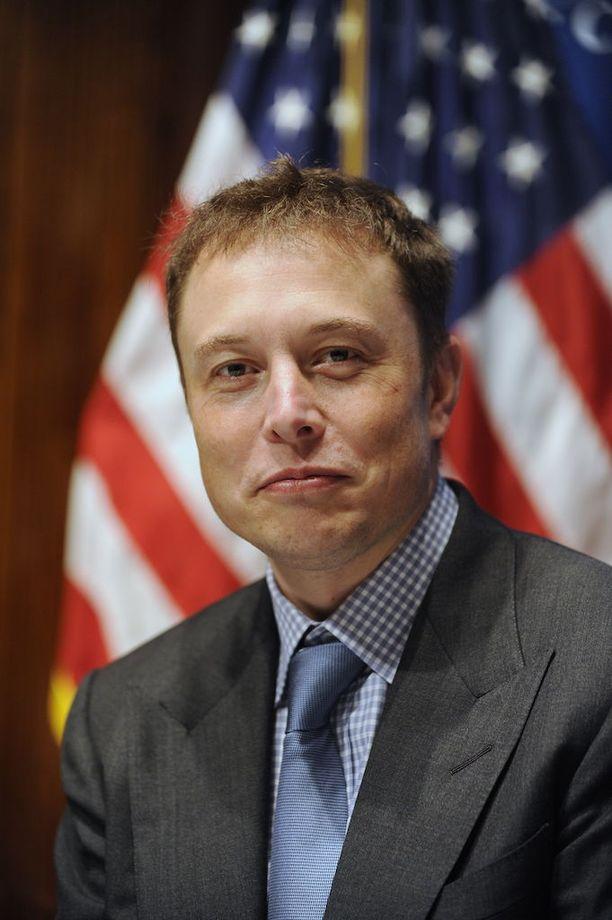 Elon Musk uhkaili hylkäävänsä Donald Trumpin.