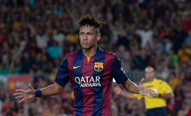 Neymarin kannattaa jatkaa uraansa jalkapalloammattilaisena.
