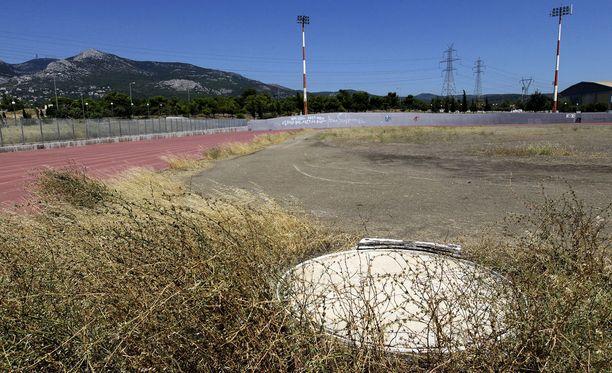 Näky vuoden 2004 Ateenan olympiamaisemissa on tätä nykyä karu.
