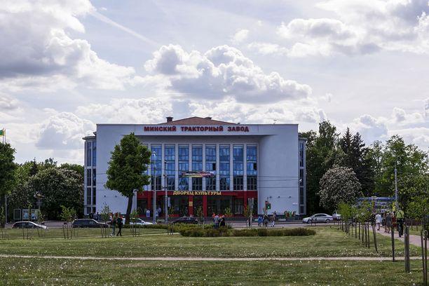 Minskin traktoritehtaan kulttuuritalo.
