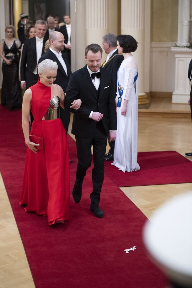 Anna Puu ja Jukka Immonen osaapuivat yhdessä presidentin itsenäisyyspäivän vastaanotolle vuonna 2018.