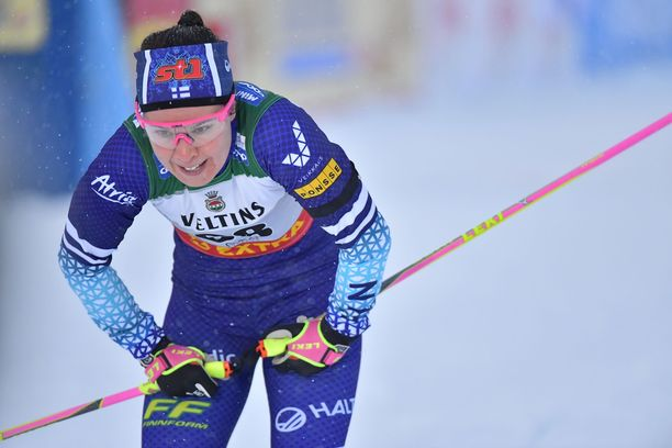 Kerttu Niskanen ja suomalaishiihtäjät kilpailivat Rukalla surunauha käsivarressaan.
