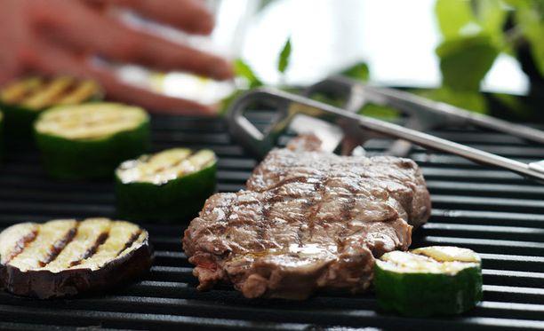 Kasviksilla saa monipuolisuutta grilliateriaan.