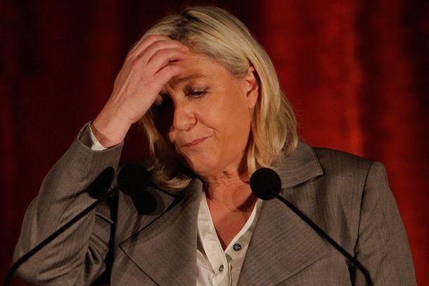 Kansallinen rintama -puolueen johtaja Marine Le Pen on kiistänyt lehtiväitteet.