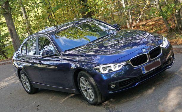 BMW:ltä on kaksi mallia mukana kuten kuvan auton kaltainen BMW 3-sarjan auto.