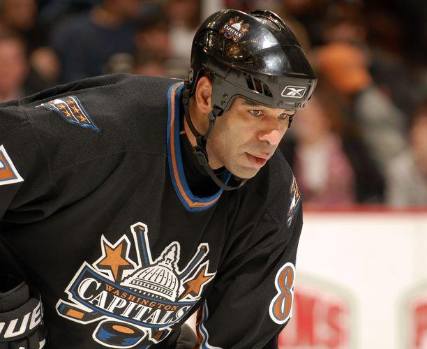 Donald Brashear pelasi NHL:ssä 1025 NHL:n runkosarjaottelua.