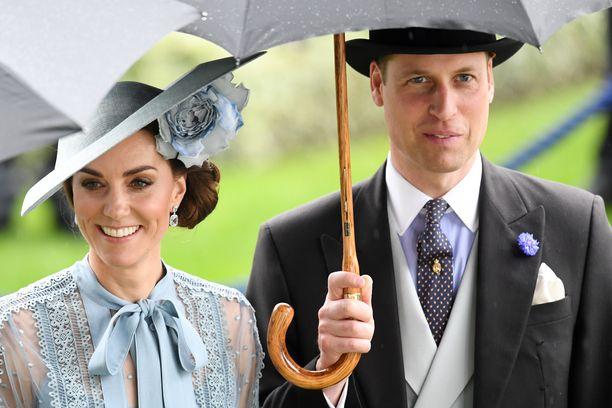 Catherinen ja Williamin kerrotaan olleen suruissaan kolariin joutuneen vanhuksen tapauksesta.