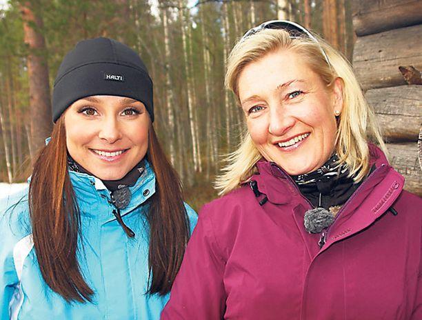 KATSEEN ALLA Karita Tykkä ja Sirkka Mertala ovat huolestuneita nuoriin tyttöihin kohdistuvista ulkonäköpaineista.