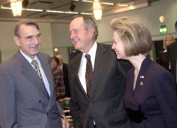 Vuonna 2002 Koivisto ja Bush tapasivat Helsingissä Kalastajatorpalla.