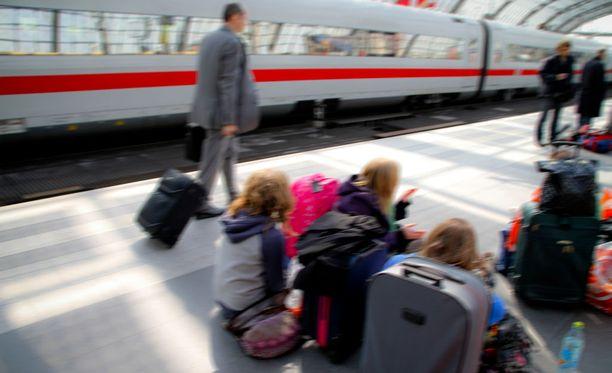 Matkalipulla pääsee matkustamaan noin 30:ssa Euroopan maassa. Kuvituskuva.
