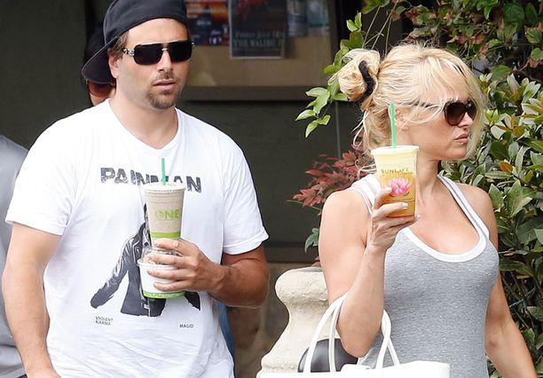 Pamela Anderson ja Rick Salomon ovat eronneet kaksi kertaa aiemminkin.