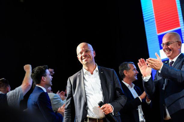 Andreas Kalbitz (kesk.) oli AfD:n kärkiehdokkaita Brandenburgissa