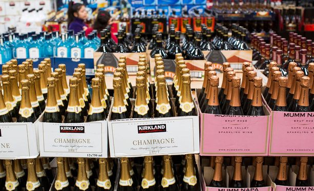 Joensuun kokoomusnuoret laativat aloitteen ruokakaupoissa myytävistä samppanjoista.