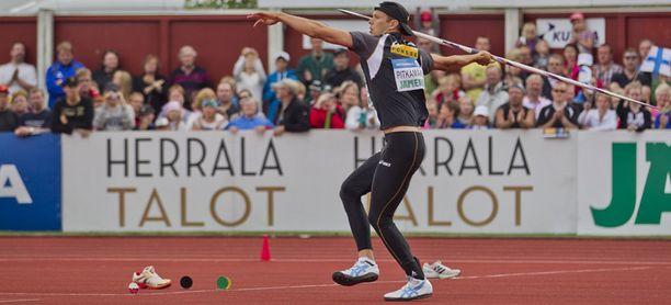 Tero Pitkämäen mukaan 1000 euron bonus yli 86 metrin heitoista oli hyvä lisä.
