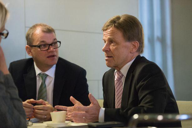 Keskustan puheenjohtaja Juha Sipilä ja puolueen konkarikansanedustaja Mauri Pekkarinen ovat eri linjoilla alkoholilain uudistamisessa.
