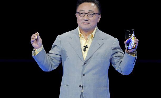 D.J. Koh esitteli Galaxy Note 9 -puhelinta viime elokuussa.