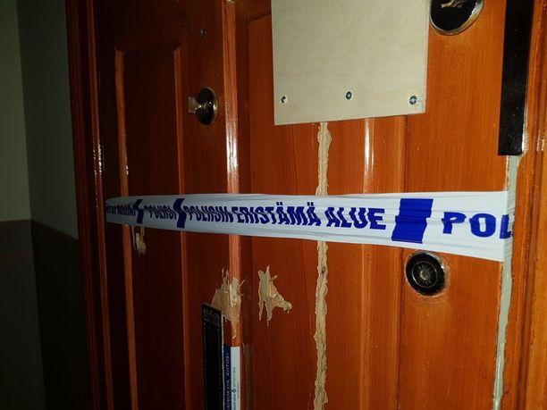Asunto oli vielä perjantaiaamunakin merkitty rikostutkinnan paikaksi.