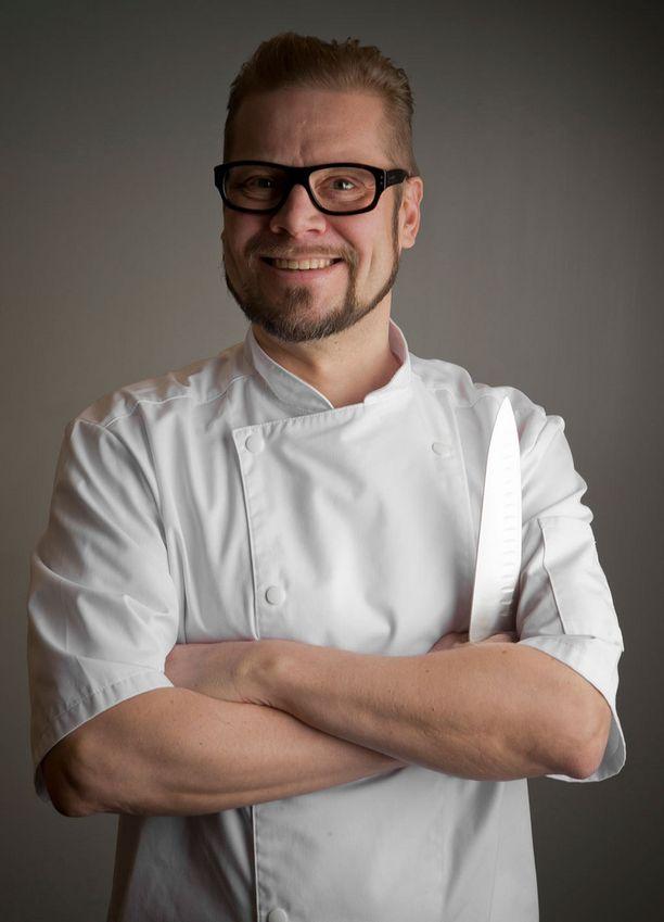 Näin tyytyväseltä näyttää kokki, jonka veitset on teroitettu. Risto Mikkola kannustaa huolehtimaan veitsien kunnosta.
