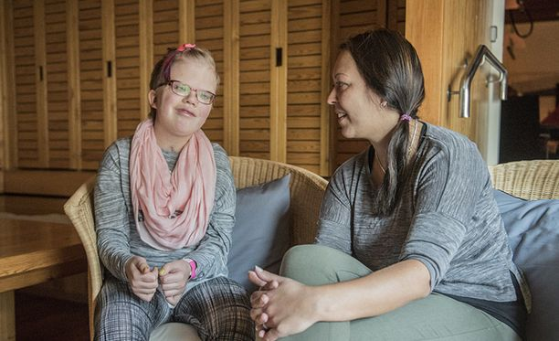 Alexandra Kiviaho (vas.) ja hänen äitinsä Erja Hyvönen nauttivat jokaisesta päivästä täysillä.