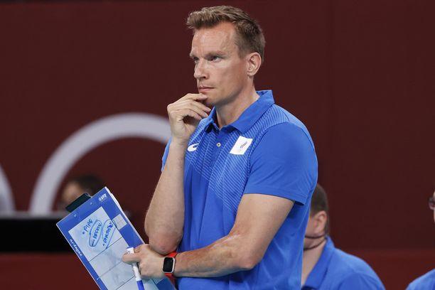 Tuomas Sammelvuo valmentaa olympiafinaalissa.