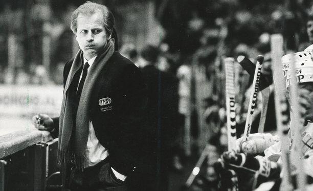 Juhani Tamminen TPS:n päävalmentajana vuonna 1987.