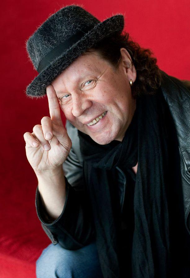 Pate Mustajärvi esiintyy Majurin musiikkivideolla.