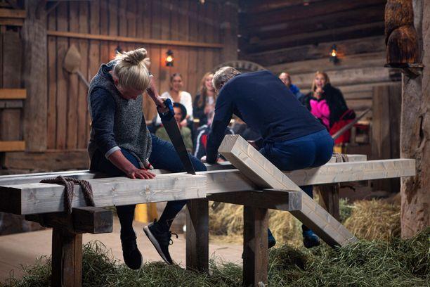 Noora Räty ja Jari Isometsä mittelevät Farmi Suomen kohtalokkaassa kaksintaistelussa.