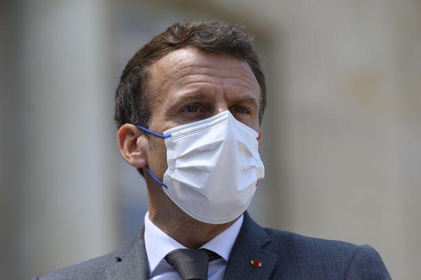 Emmanuel Macron on sanonut pitävänsä lyöntiä yksittäistapauksena ja epäilevän sen kumpuavan sosiaalisen median myrkyllisestä ilmapiiristä ja siellä viljellystä vihasta.