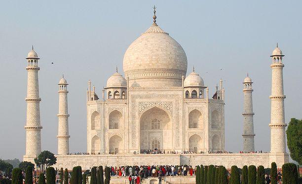 Marmorista ja puolijalokivistä rakennettua Taj Mahalia pidetään indoislamilaisen arkkitehtuurin suurimpana saavutuksena.
