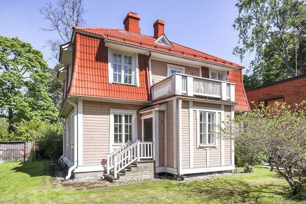 Tämä Helsingin Kulosaaressa sijaitseva vaaleanpunainen villa on rakennettu vuonna 1917.