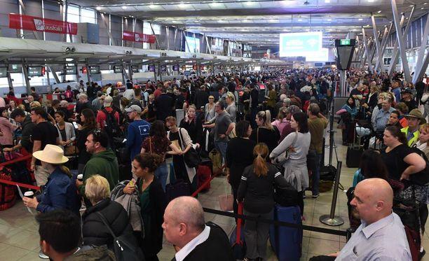Sydneyn lentoasemalla turvatarkastukset ottivat aikansa maanantaina.