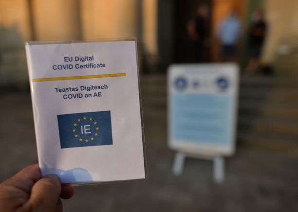 Irlanti ja Italia ovat tuoreimmat EU-maat, jotka alkavat edellyttää koronapassia eri palveluiden käytön edellytyksenä.