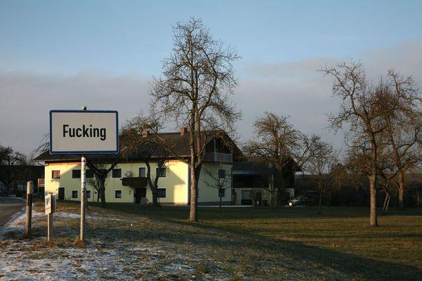 Itävaltalaiskylän nimi on englanniksi arveluttava.