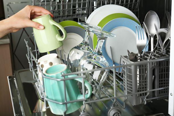 Ethän tunge astianpesukonetta liian täyteen!
