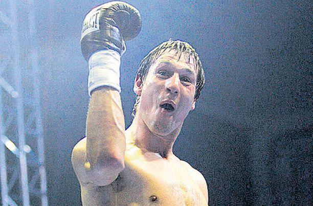 Amin Asikainen tyrmäsi ottelua hallinneen saksalaisen kahdeksannessa erässä.
