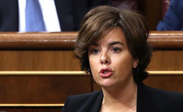 Espanjan apulaispääministeri Soraya Saenz de Santamaria kertoi maanantaina, että Katalonian johtajalta katkaistaan myös palkanmaksu.