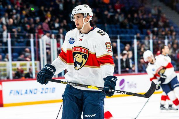 Florida Panthersin Juho Lammikko kahmi neljä syöttöpistettä maanantain ottelussa Ottawa Senatorsia vastaan.