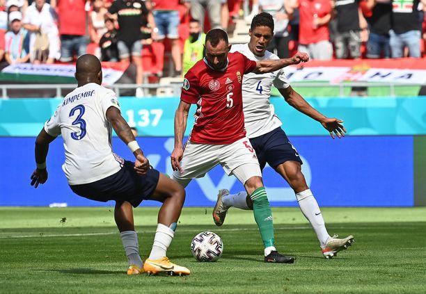 Attila Fiola (5) laukoi Unkarin 1–0-johtoon.