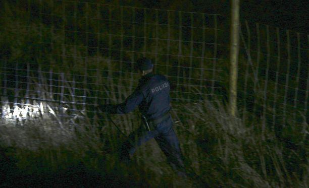 Poliisi jäljesti kuljettajaa koiran avulla tiettävästi ainakin tunnin ajan.