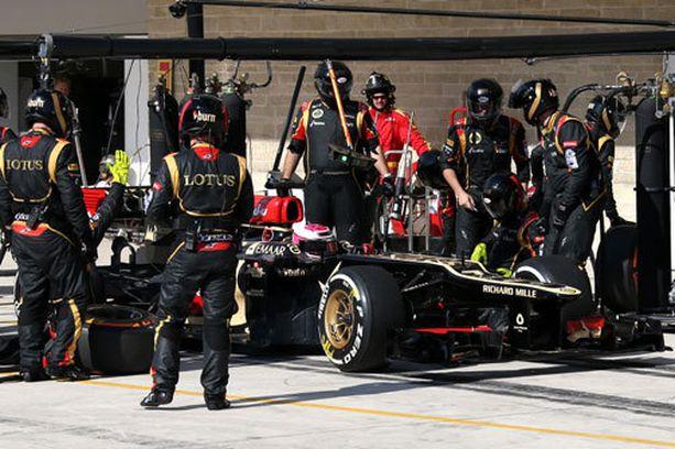 Heikki Kovalainen joutui katsomaan avuttomana, kun kisa tuhoutui ylimääräiseen varikkostoppiin.